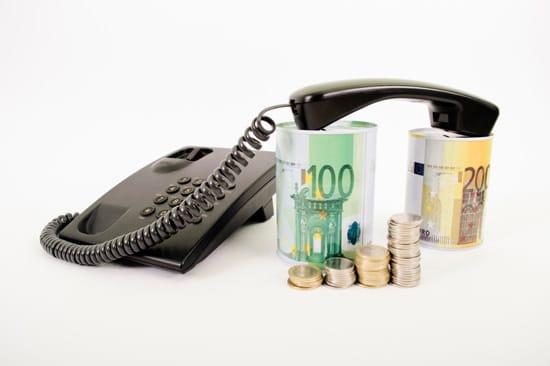 Fast telefon och kontanter