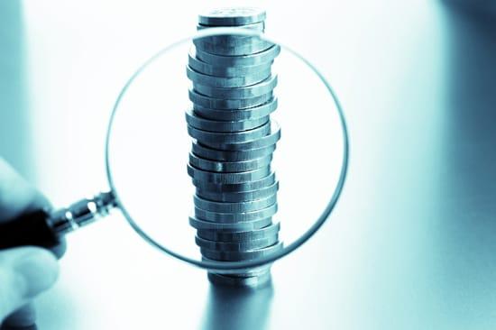 Förstoringsglas och pengar