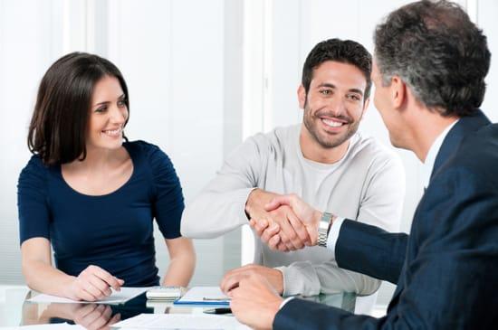 Manlig låneförmedlare